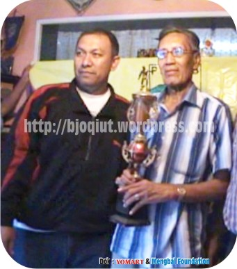 M. Ilyas bersama Asep Somantri (X Persib era 90 an - Mengbal Foundation)